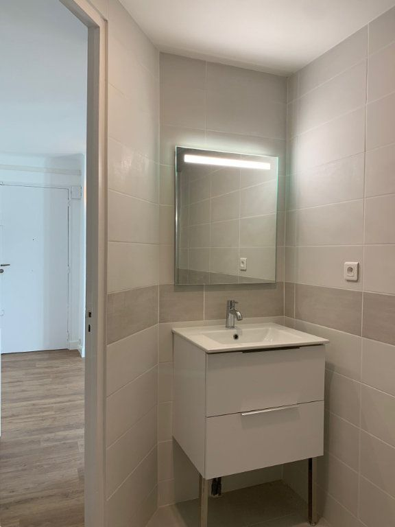 Appartement à louer 2 11m2 à Marseille 8 vignette-12