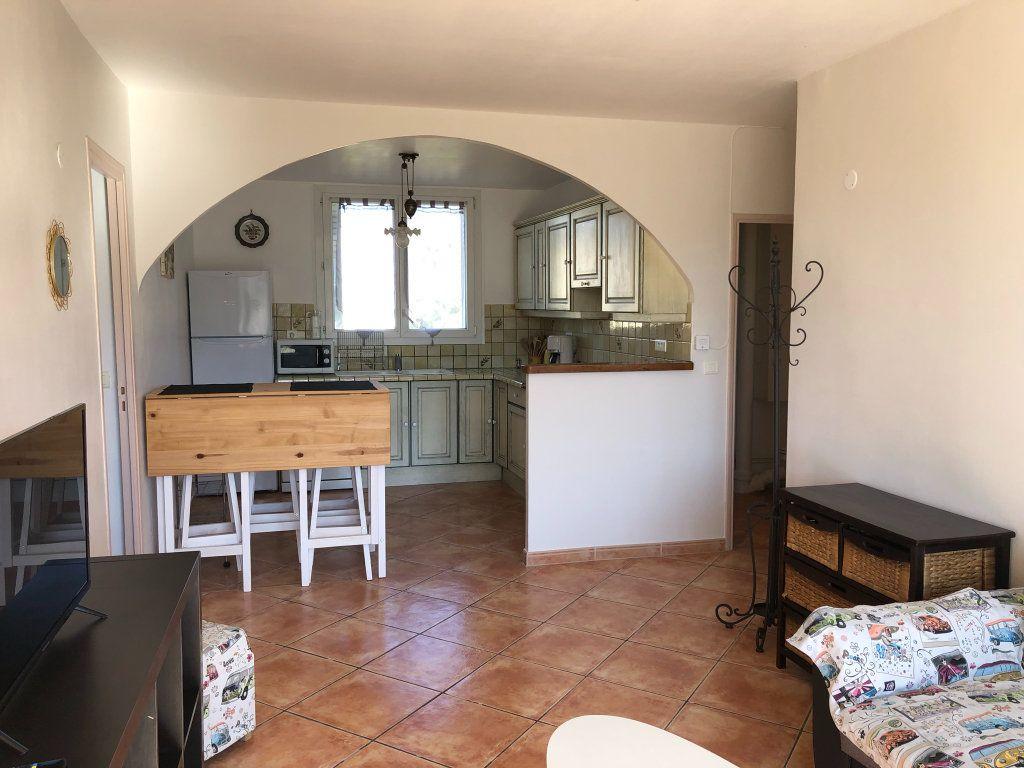 Appartement à louer 3 66m2 à Marseille 9 vignette-2