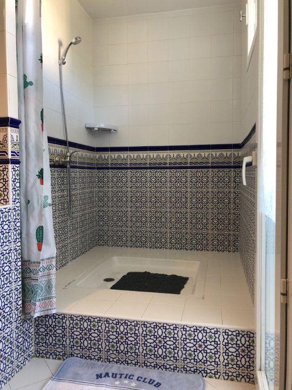 Appartement à louer 3 66m2 à Marseille 9 vignette-9