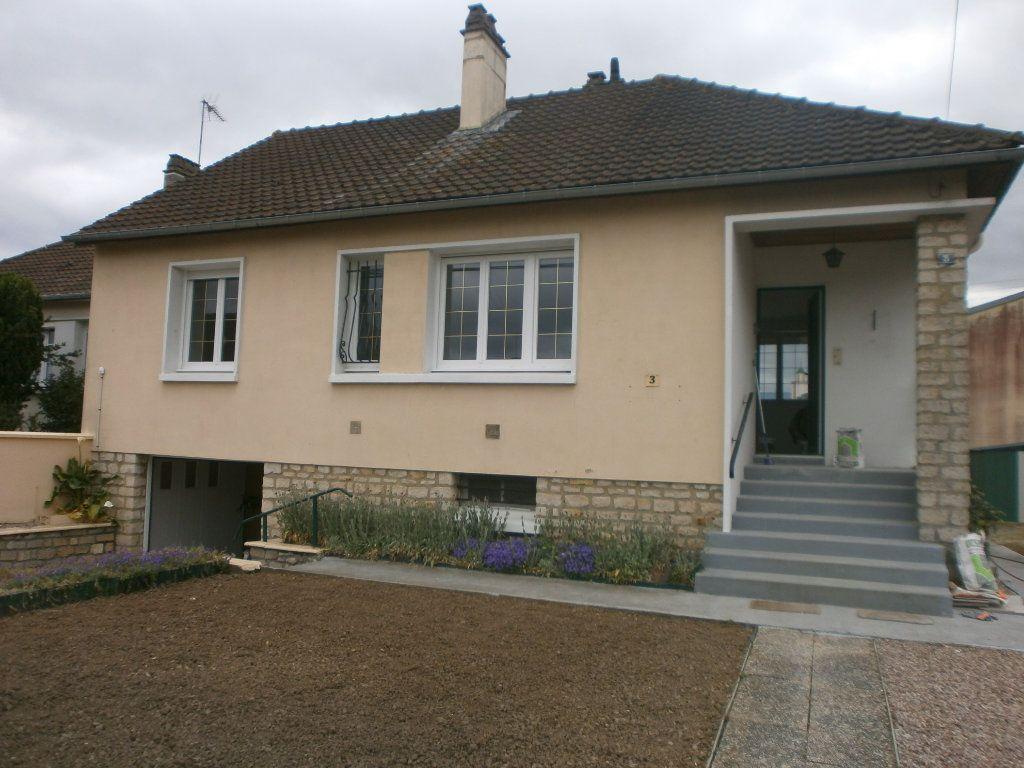 Maison à louer 4 65m2 à Argentan vignette-1