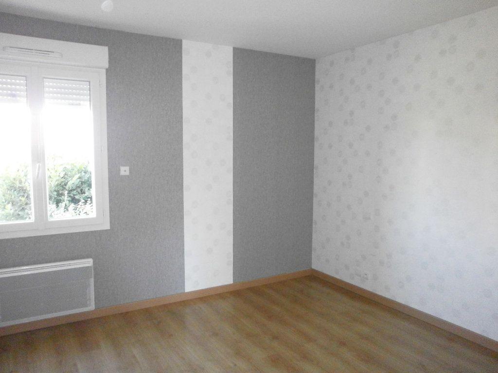 Maison à louer 5 116m2 à Sarceaux vignette-6