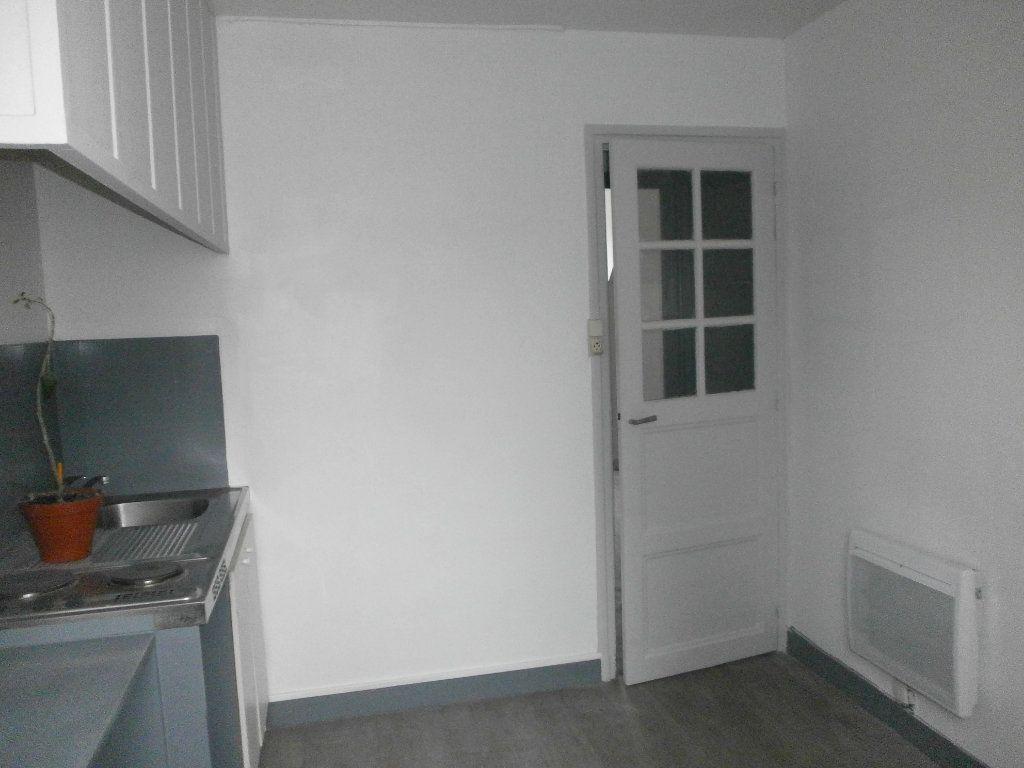 Appartement à louer 1 24m2 à Argentan vignette-4