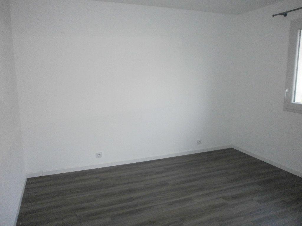 Maison à louer 3 77.03m2 à Sarceaux vignette-4