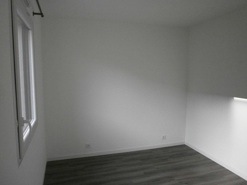 Maison à louer 3 77.03m2 à Sarceaux vignette-6