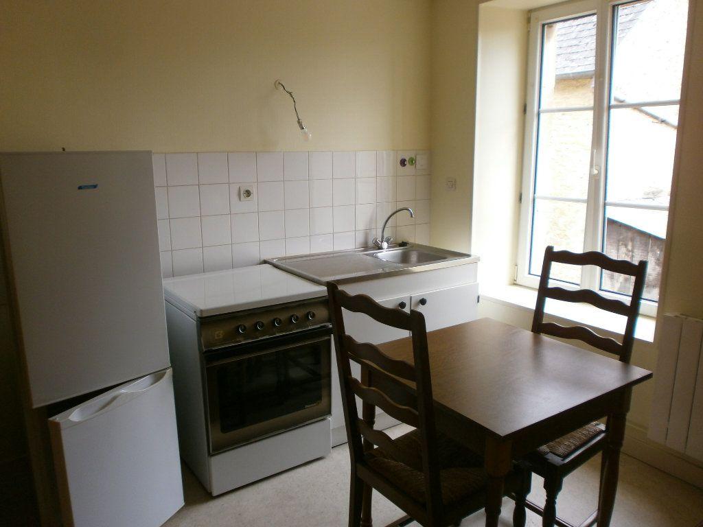 Appartement à louer 2 30m2 à Saint-Genès-Champanelle vignette-2