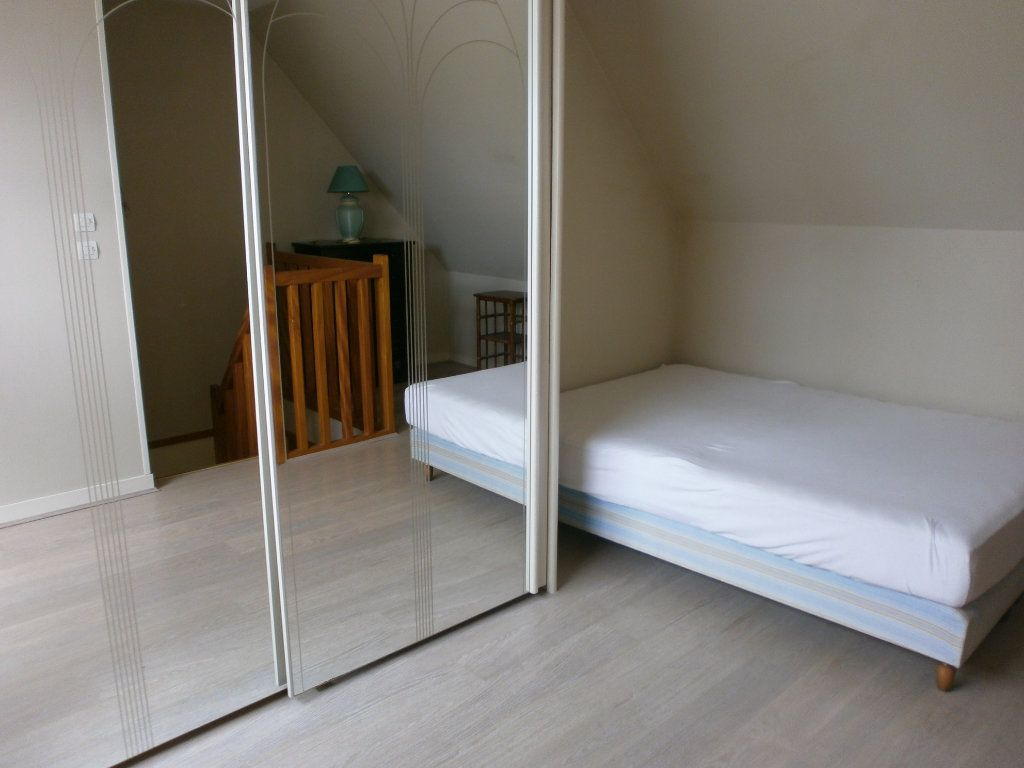 Appartement à louer 2 30m2 à Saint-Genès-Champanelle vignette-3