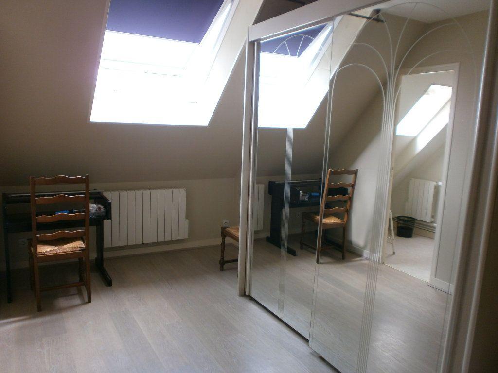 Appartement à louer 2 30m2 à Saint-Genès-Champanelle vignette-4