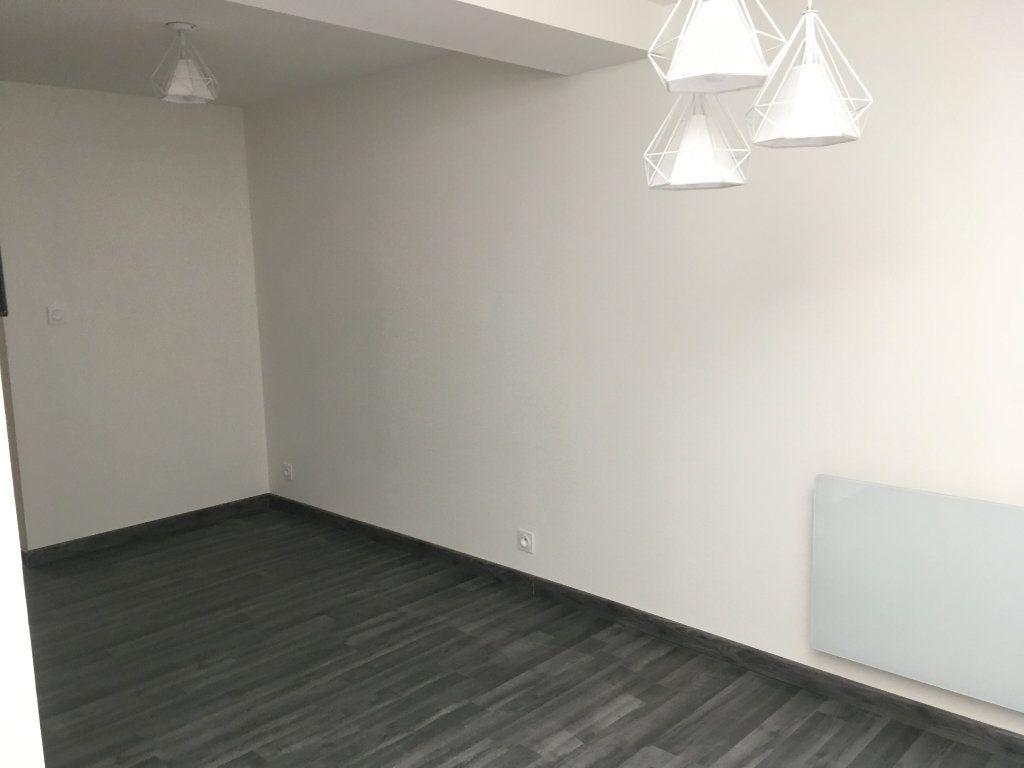 Appartement à louer 2 36m2 à Argentan vignette-2