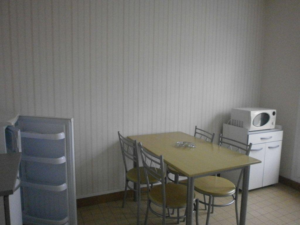 Appartement à louer 2 30m2 à Argentan vignette-1