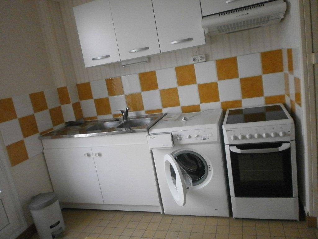 Appartement à louer 2 30m2 à Argentan vignette-2