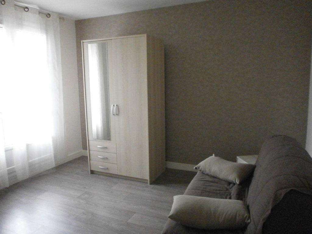 Appartement à louer 2 30m2 à Argentan vignette-3