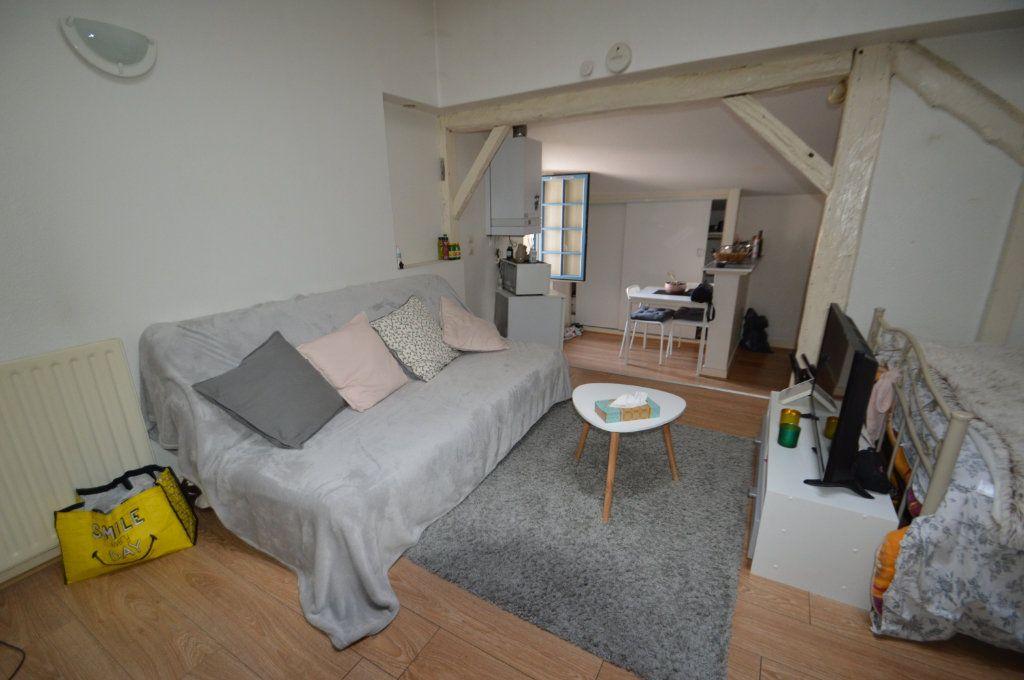 Appartement à louer 1 30m2 à Périgueux vignette-2
