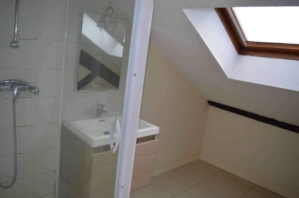 Appartement à louer 2 30m2 à Périgueux vignette-3