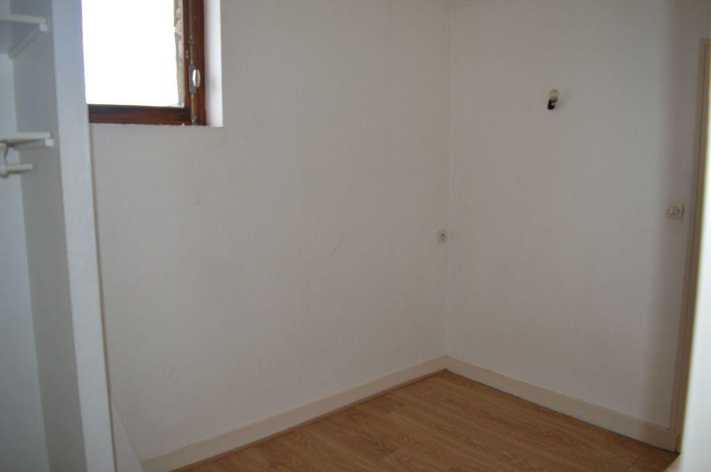 Appartement à louer 2 30m2 à Périgueux vignette-4