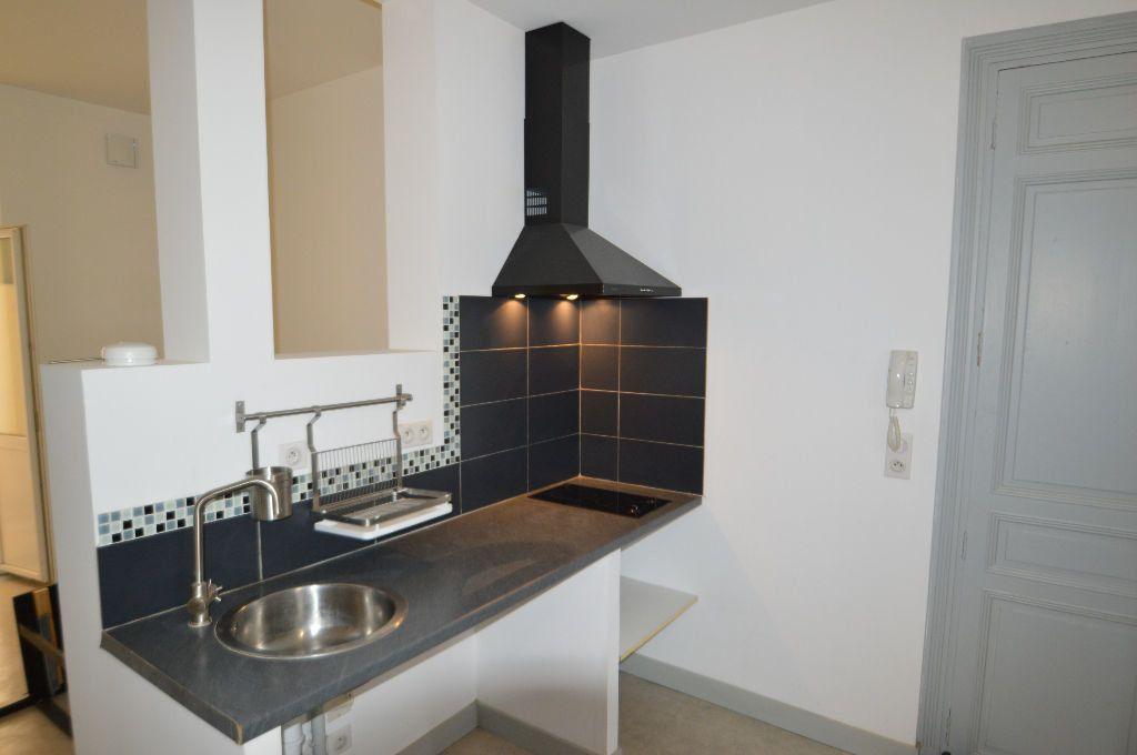 Appartement à louer 1 31m2 à Périgueux vignette-2
