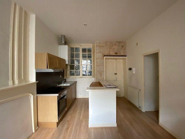 Appartement à louer 2 31m2 à Périgueux vignette-3