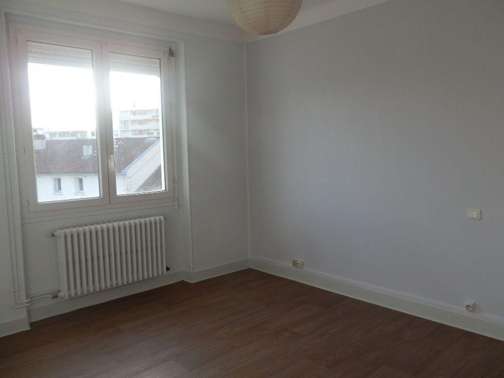 Appartement à louer 3 52m2 à Périgueux vignette-5