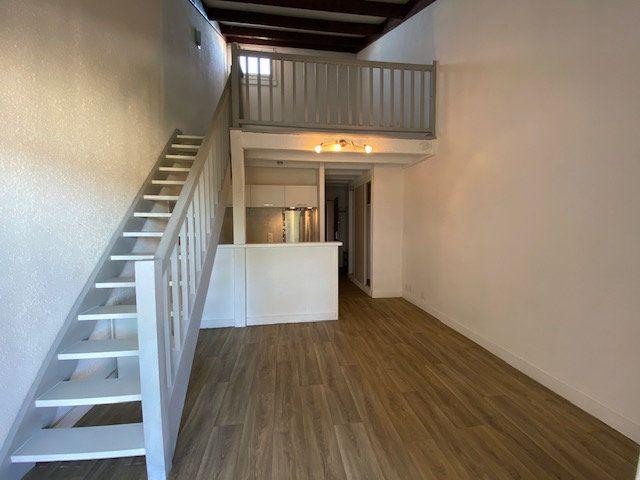 Appartement à louer 2 41m2 à Périgueux vignette-1
