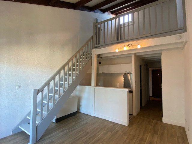 Appartement à louer 2 41m2 à Périgueux vignette-2