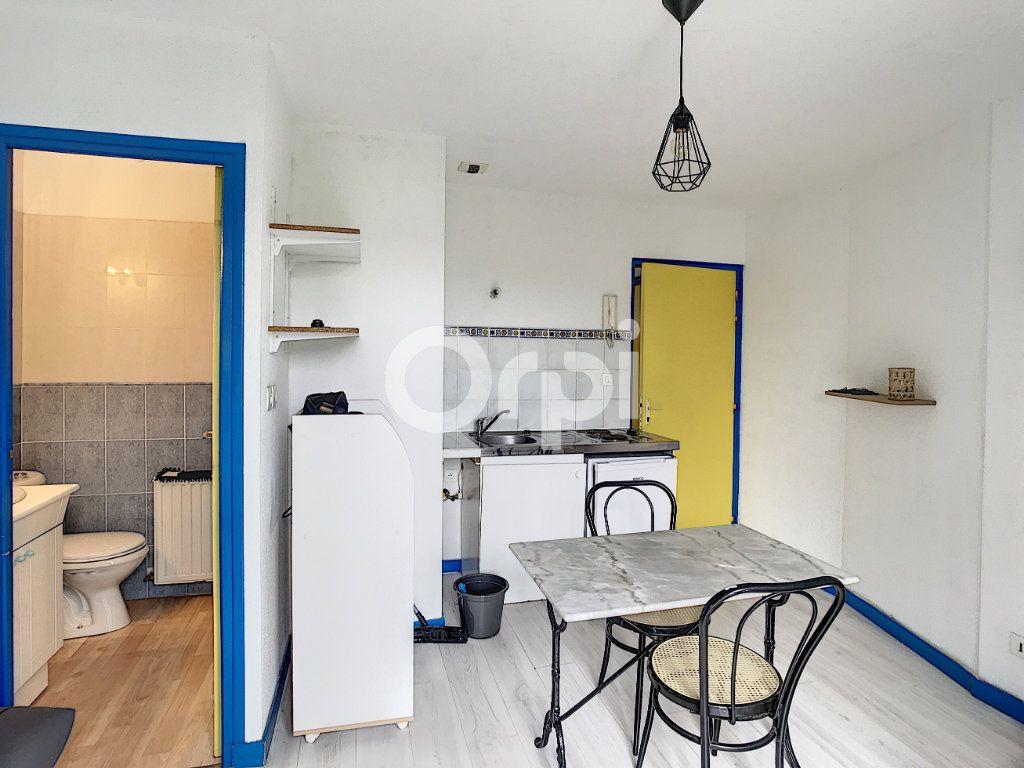 Appartement à louer 1 15m2 à Périgueux vignette-4