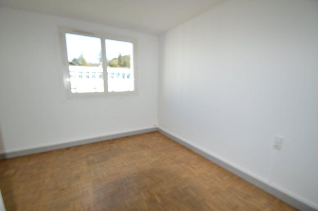 Appartement à louer 3 50m2 à Notre-Dame-de-Sanilhac vignette-4