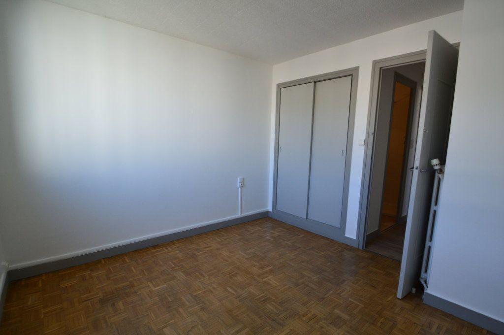 Appartement à louer 3 50m2 à Notre-Dame-de-Sanilhac vignette-6