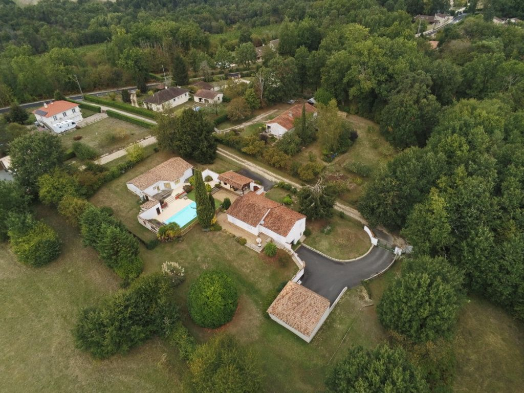 Maison à vendre 6 220m2 à Saint-Laurent-sur-Manoire vignette-1