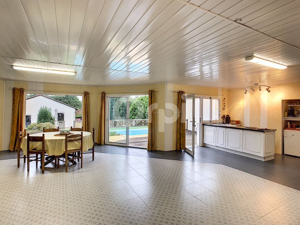 Maison à vendre 6 220m2 à Saint-Laurent-sur-Manoire vignette-6