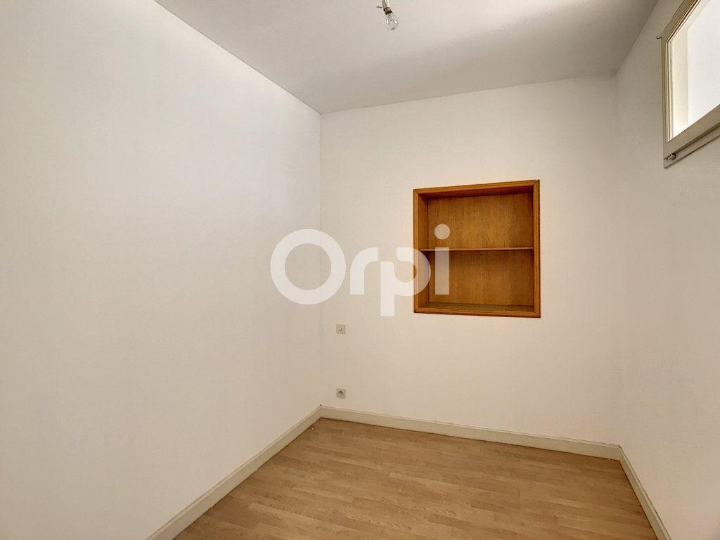 Appartement à louer 4 81m2 à Périgueux vignette-8