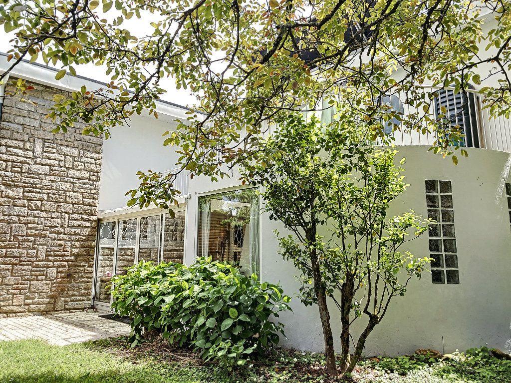 Maison à vendre 9 235m2 à Vannes vignette-4