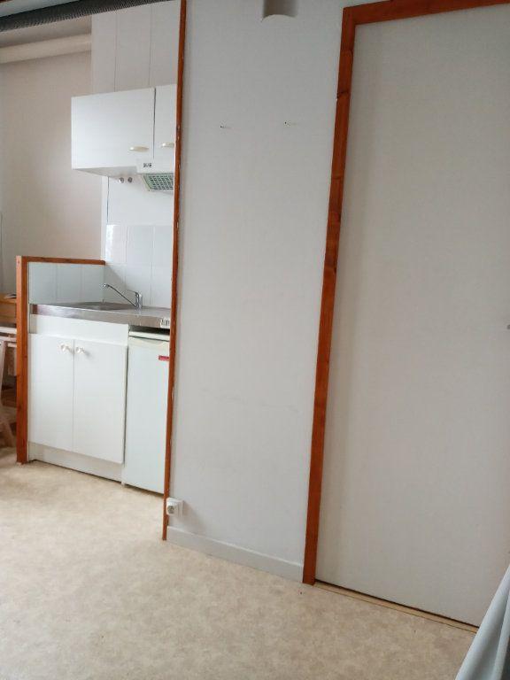 Appartement à louer 1 16.7m2 à Valenciennes vignette-3