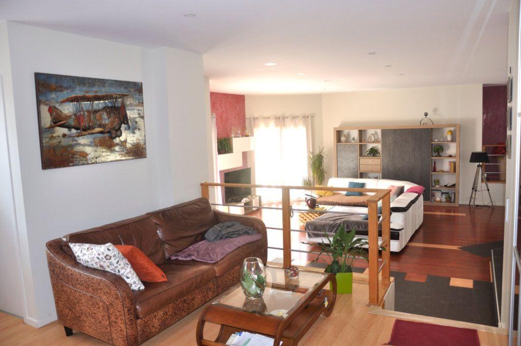Maison à vendre 4 166.35m2 à Saint-Bauzille-de-Montmel vignette-6