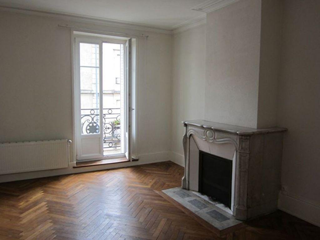 Appartement à louer 3 84m2 à Nancy vignette-1