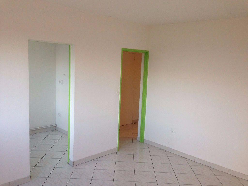 Appartement à louer 3 58.07m2 à Nancy vignette-3