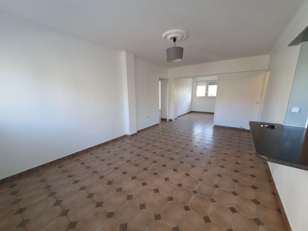 Appartement à louer 4 68m2 à Vandoeuvre-lès-Nancy vignette-1