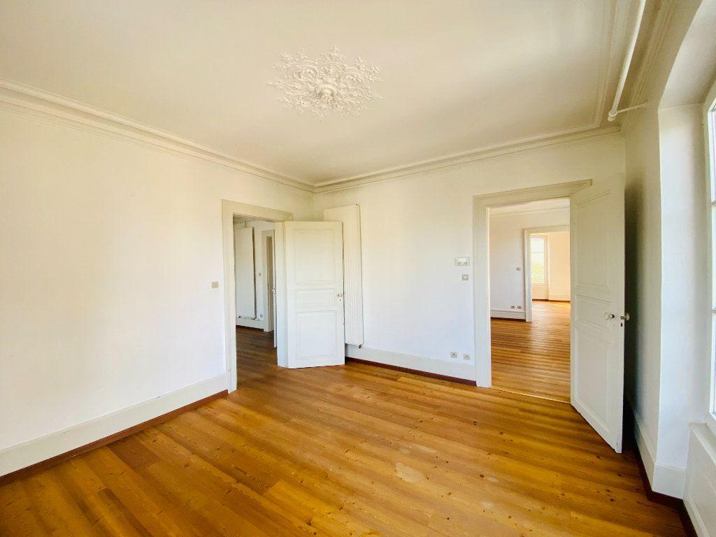 Appartement à louer 5 99m2 à Strasbourg vignette-4