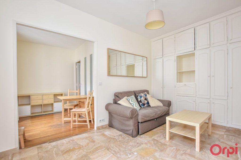 Appartement à louer 2 34m2 à Paris 15 vignette-7