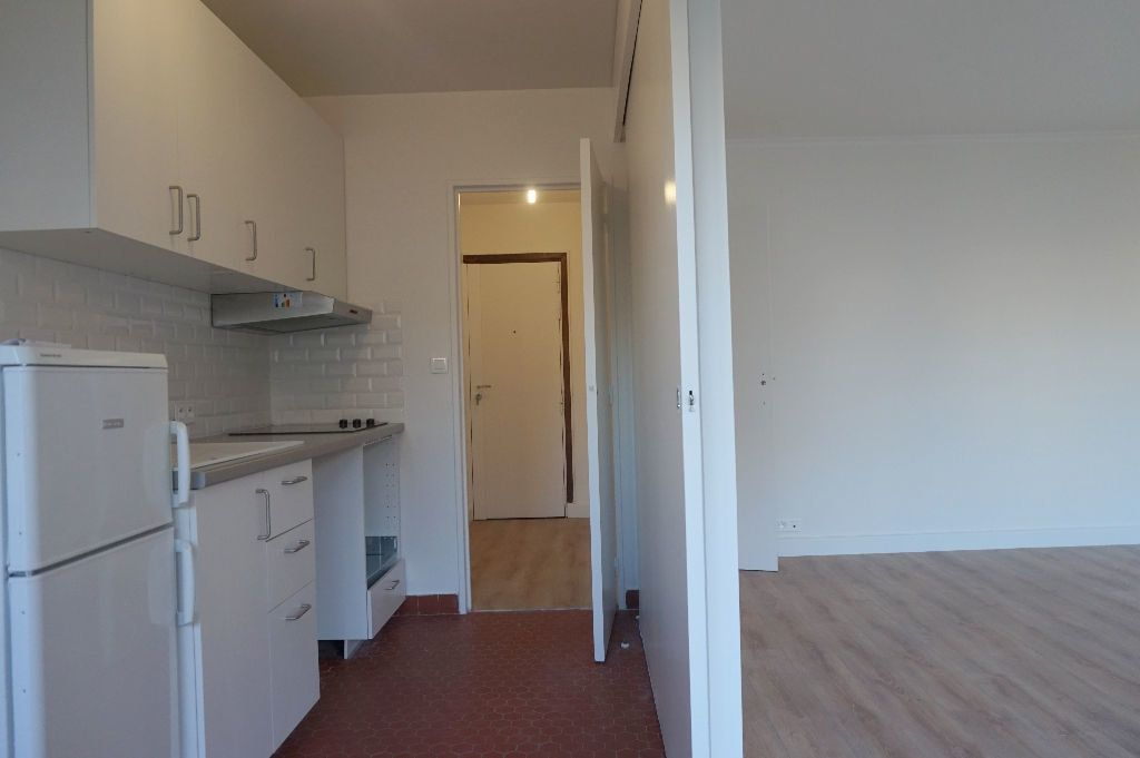 Appartement à louer 1 32.5m2 à Paris 15 vignette-3