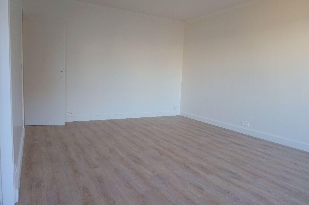 Appartement à louer 1 32.5m2 à Paris 15 vignette-4