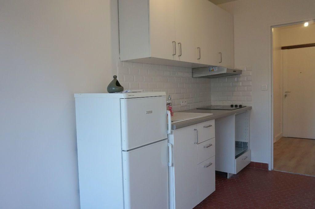 Appartement à louer 1 32.5m2 à Paris 15 vignette-6