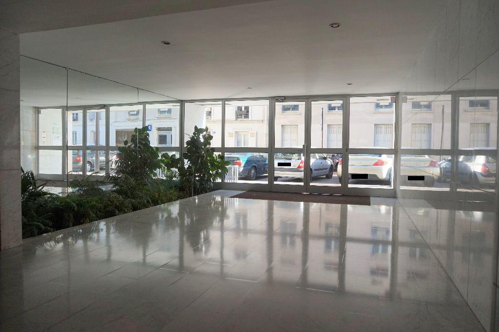 Appartement à louer 1 32.5m2 à Paris 15 vignette-10