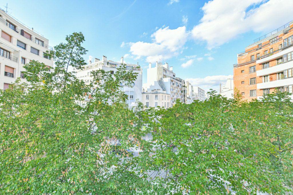 Appartement à louer 1 18m2 à Paris 15 vignette-9