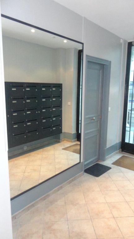 Appartement à louer 2 36m2 à Paris 15 vignette-9