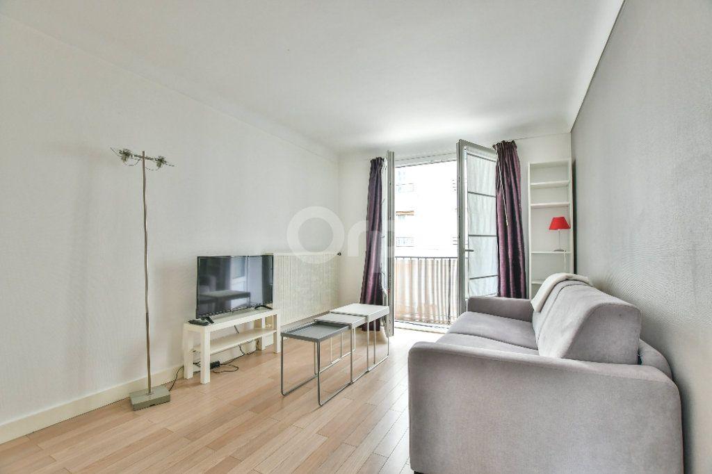 Appartement à louer 1 29m2 à Paris 15 vignette-1