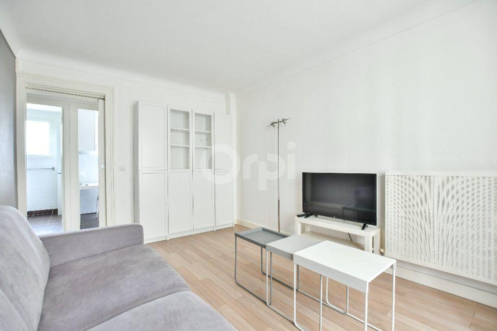 Appartement à louer 1 29m2 à Paris 15 vignette-5
