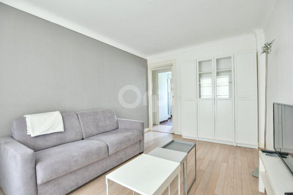 Appartement à louer 1 29m2 à Paris 15 vignette-8