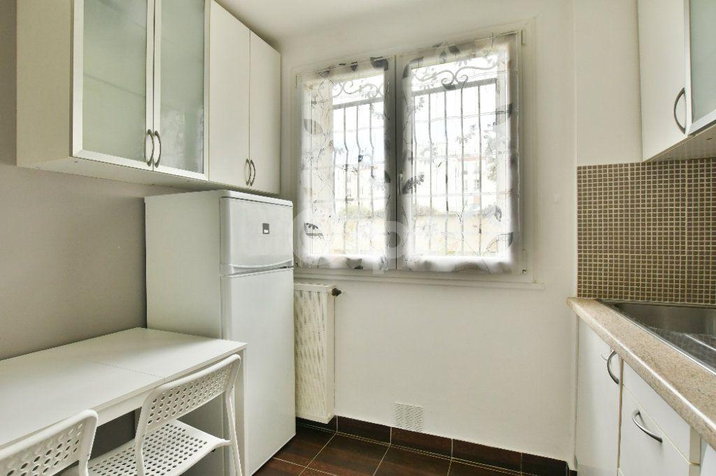 Appartement à louer 1 29m2 à Paris 15 vignette-10