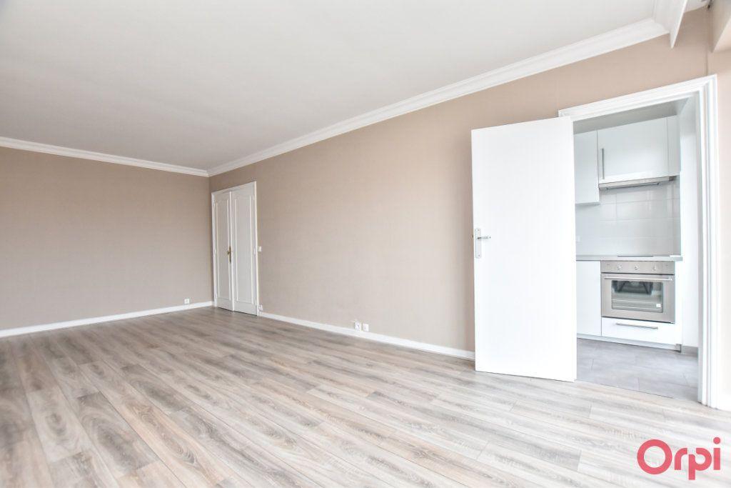 Appartement à louer 1 35m2 à Paris 15 vignette-2