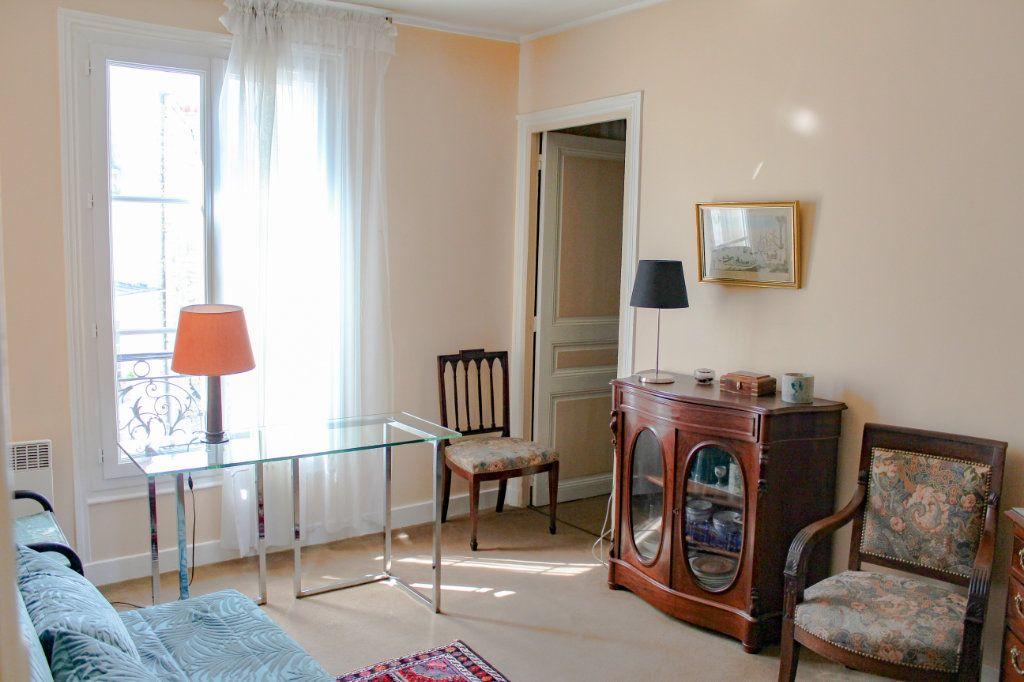 Appartement à louer 2 30.25m2 à Paris 7 vignette-1