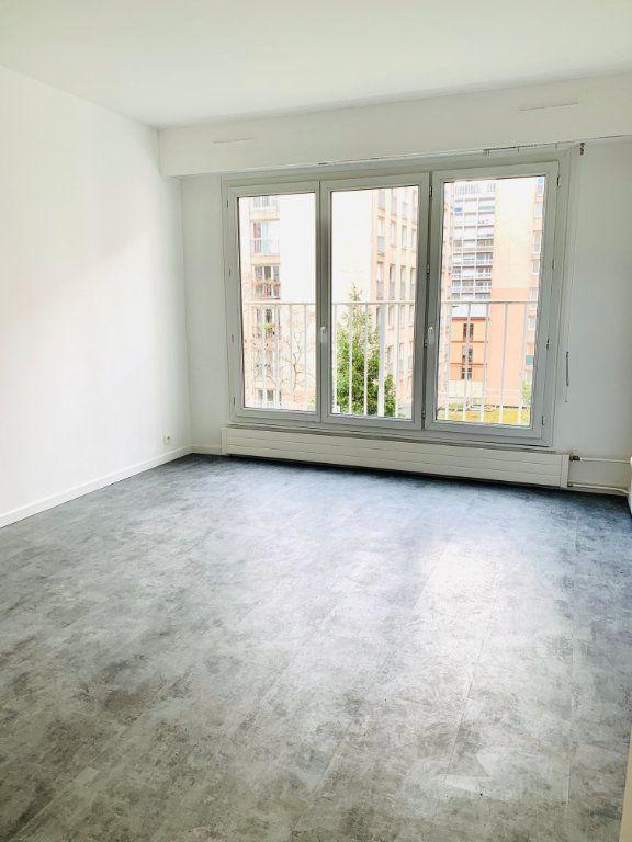 Appartement à louer 1 27m2 à Paris 20 vignette-1